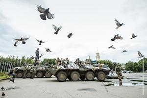 anti-terrorist_operations_began_around_the_city_of_slovyansk-_ukrainian_soldiers_took_block_posts_around_city-by_sasha_maksymenko-cc-300x200